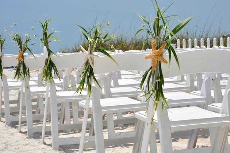 Καλοκαιρινός στολισμός καρέκλας γάμου με θέμα τον αστερία