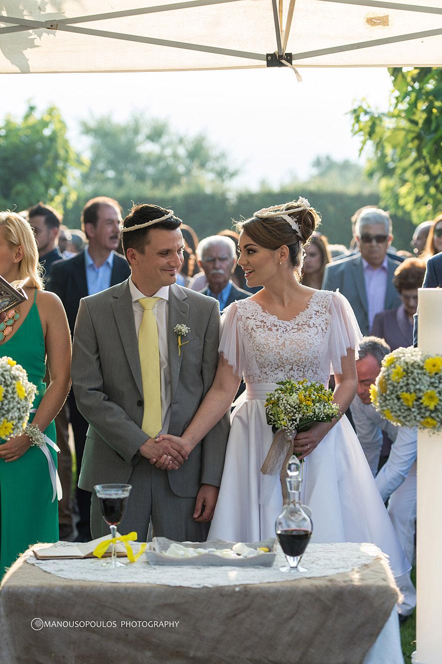 Μοντέρνος γαμος σε εξωτερικο χωρο