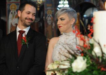 Ροκ γάμος κλασική στην εκκλησια